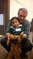 David Peña y un pequeño con síndrome de Morquio, MPS IV