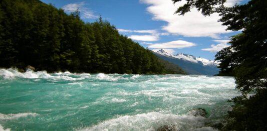 río caudaloso, fuerza, potencia imparable