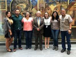 El Dr. Joaquín Carrillo, expertísimo en enfermedades lisosomales, rodeado por PPuDM y Dra. Alejandra Camacho. 5°Simposio sobre Tópicos de Neurogenética en el INNN, CDMX, 25 julio 2019